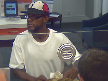 170714-bank_robbery-pnc_bank-suspect_001-body
